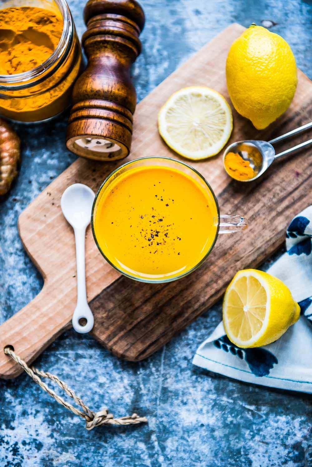 turmeric tonic is part of this weight loss drinks round up. the perfect plant based detox drinks for weight loss.