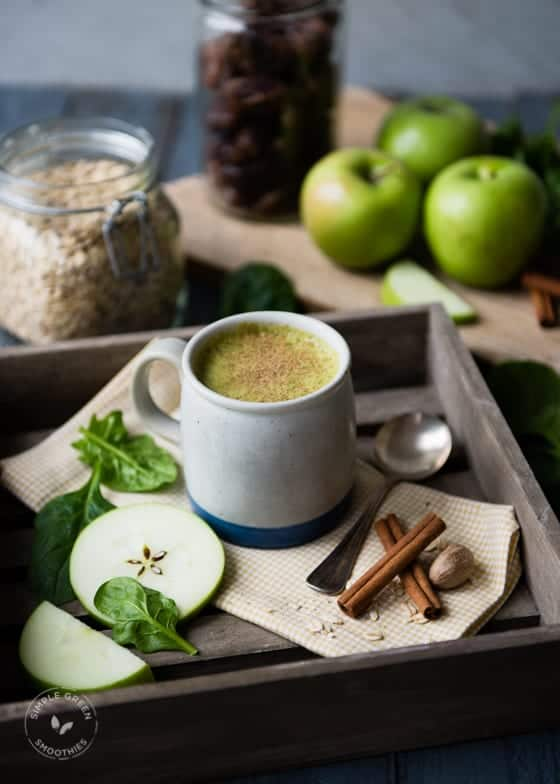 Apple Pie Green Smoothie with oats