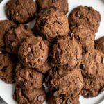 Gluten-Free Vegan Ginger Cookies with Chocolate Chips | SimpleGreenSmoothies.com #vegan #glutenfree #cookies