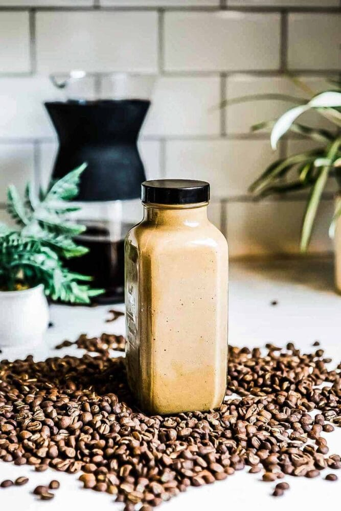 Mocha coffee smoothie is an energizing weight loss snack