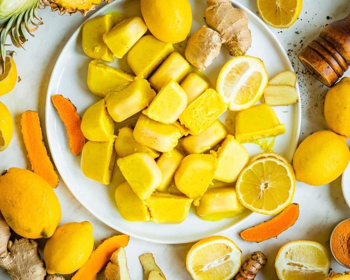 Anti-inflammatory smoothie cube recipe with turmeric