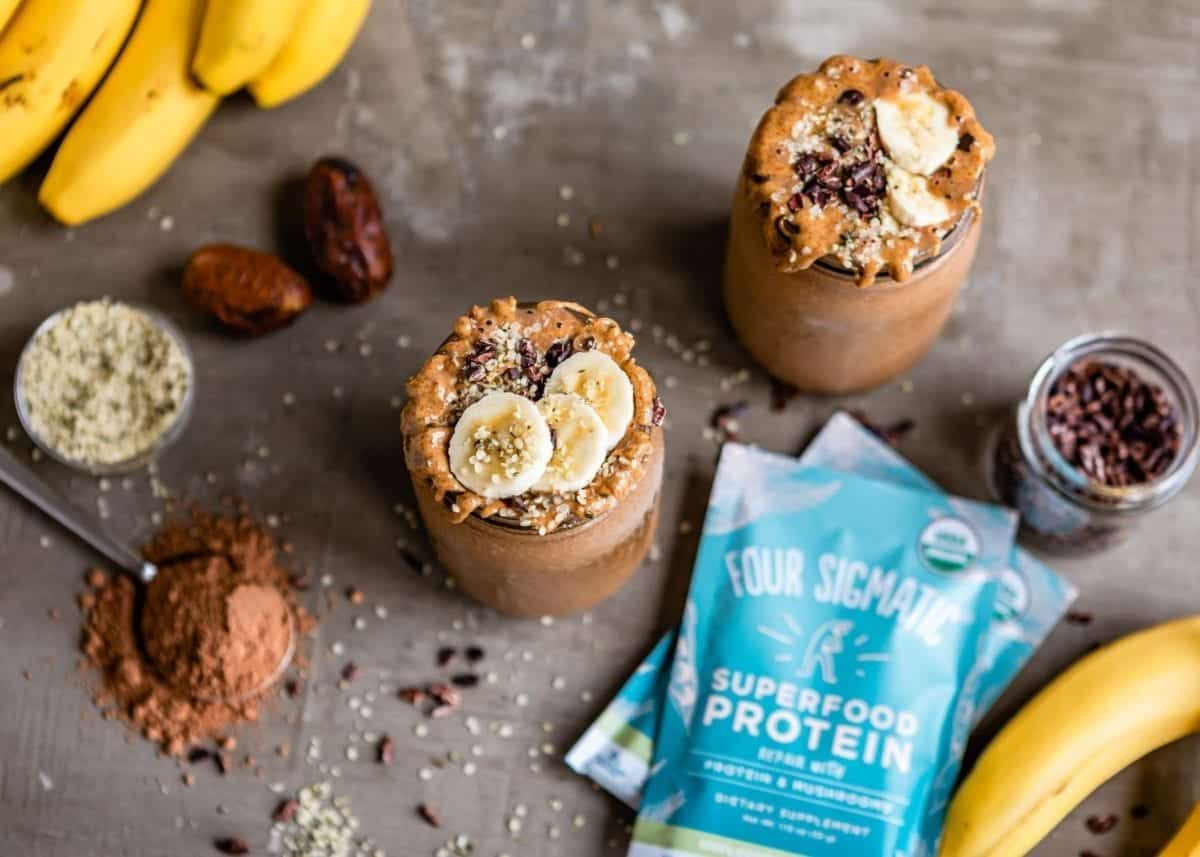 Smoothie toppings that are tasty and delicious with Four Sigmatic superfood protein | Simple Green Smoothies