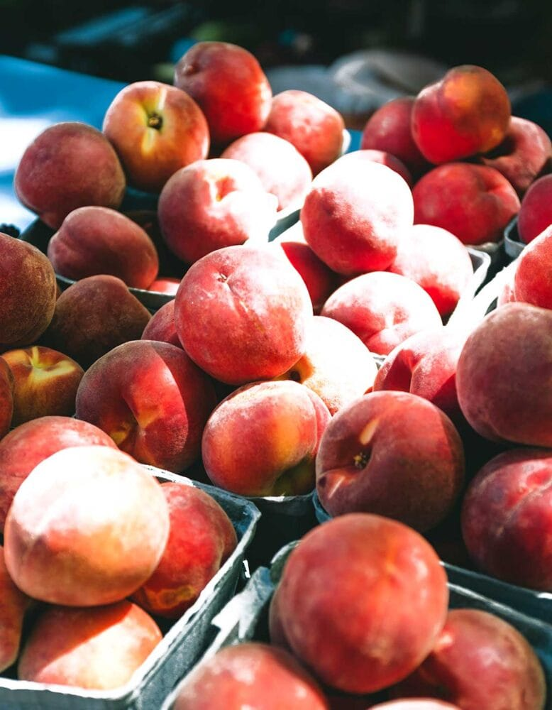 Fresh peaches for smoothies