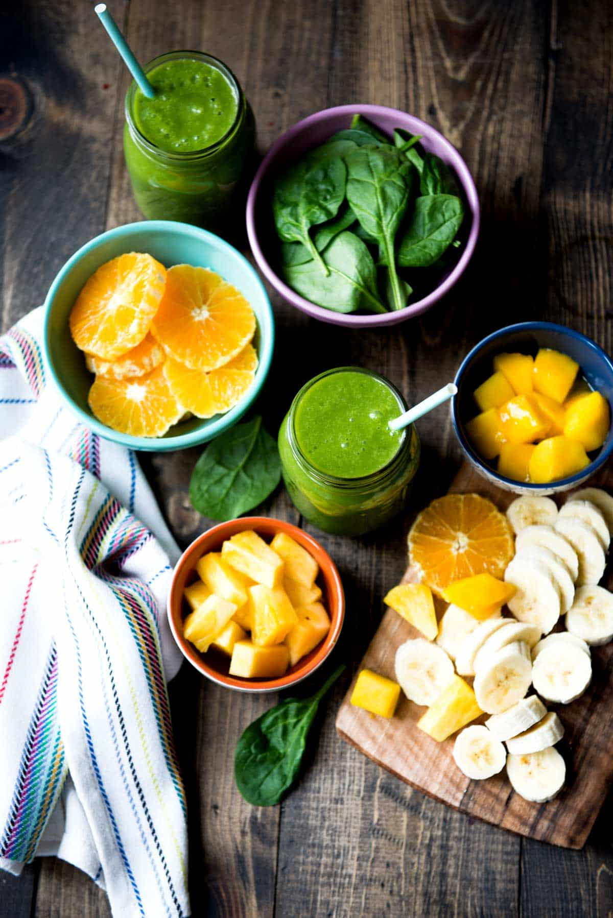 Vegan Smoothie recipe with spinach and mango