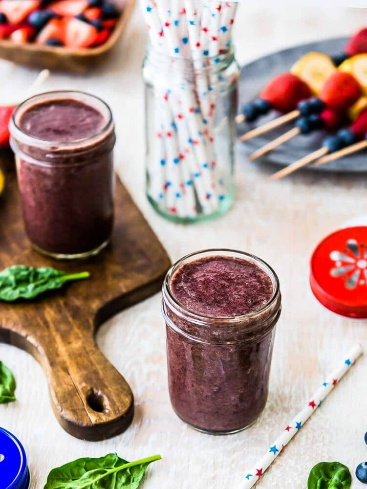 Spinach berry smoothie using plant-based ingredients