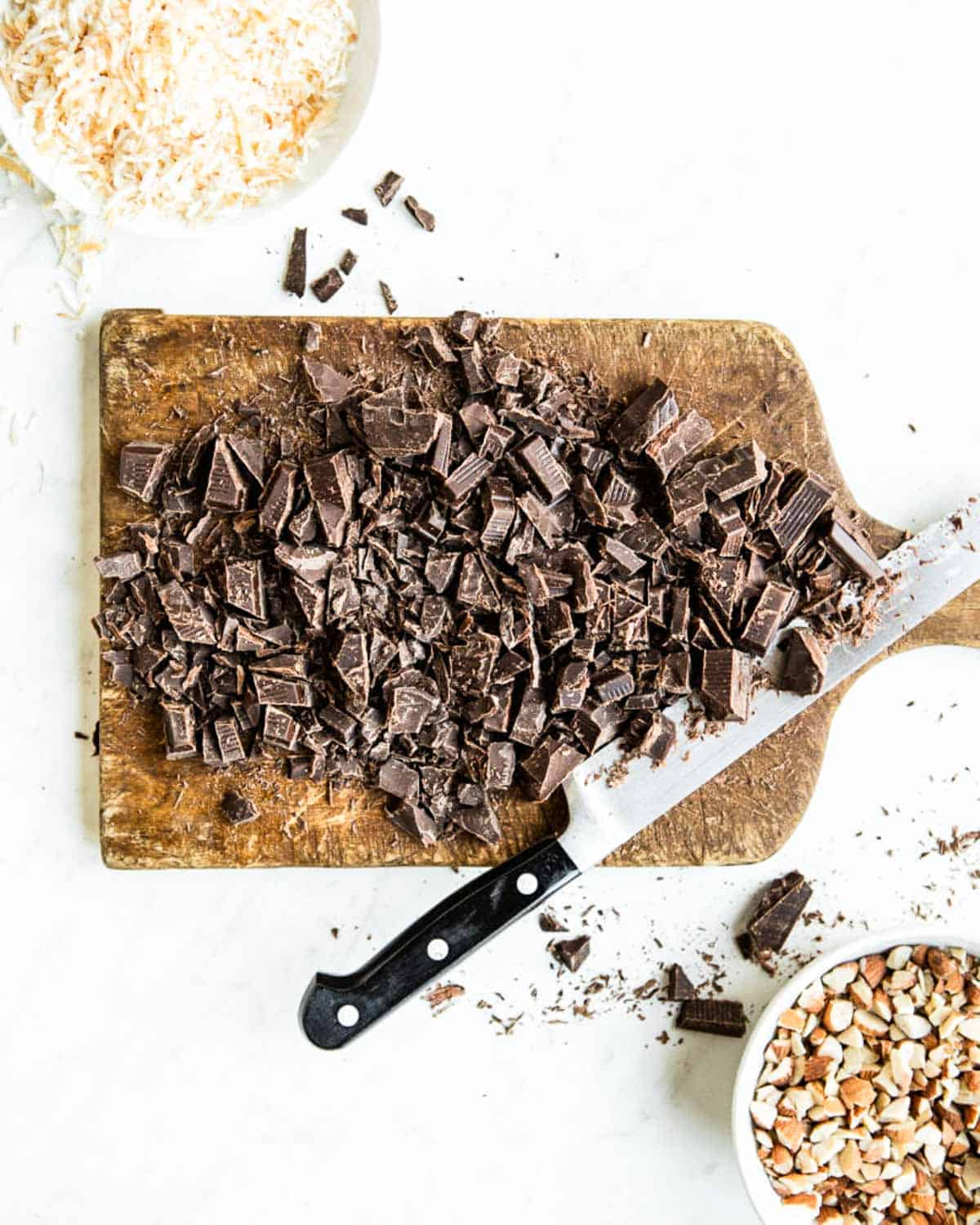 Naturally sweetened chocolate for plant-based cookies